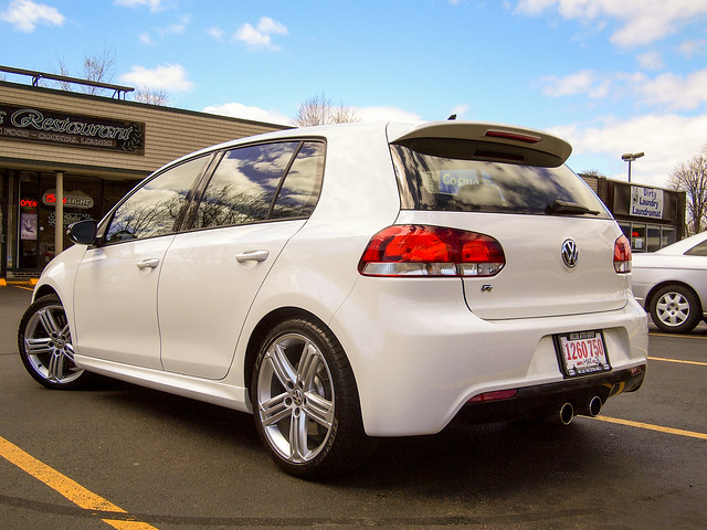 2013 Volkwagen Golf R (w/ Comfort & Nav Package)