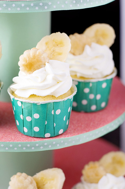 Banana Cream Pie Cupcakes » Cook Like a Champion
