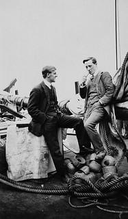 Diamond Jenness, ethnologist [left] and W.L. McKinley, magnetician and meteorologist, on board the Karluk / L'ethnologue Diamond Jenness (à gauche) et  le météorologue et spécialiste des champs magnétiques W.L. McKinley (à droite), à bord du Karluk