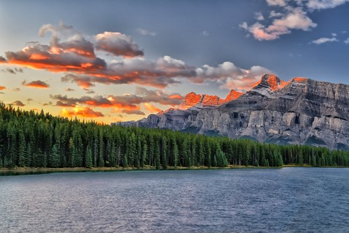 canada sunrise dawn alberta banff cloudscape gettyimages mtrundle twojacklake