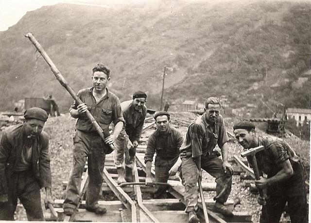 Reparando la vía del tren minero. Autor, Fotos de Carrio