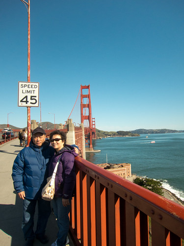 Duc and Mai at the Golden Gate Bridge