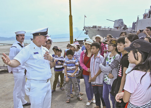 DA NANG, Vietnam - The U.S. Navy began the fourth annual Naval Engagement Activity with the Vietnam People's Navy April 21 with the arrival of USS Chung-Hoon and USNS Salvor in Da Nang.