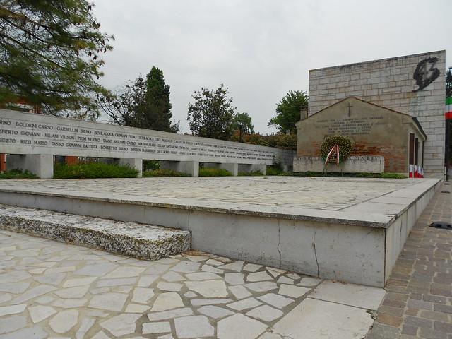 Sacrario a ricordo delle 43 vittime uccise nell'estate del 1944 a Villamarzana