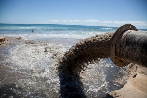 Resultado de imagem para lixo nos mares e oceanos