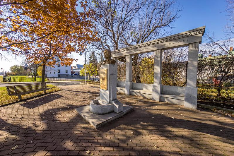 Monument dédié au grand explorateurs Trifluviens et surto à Lavérendrye!
