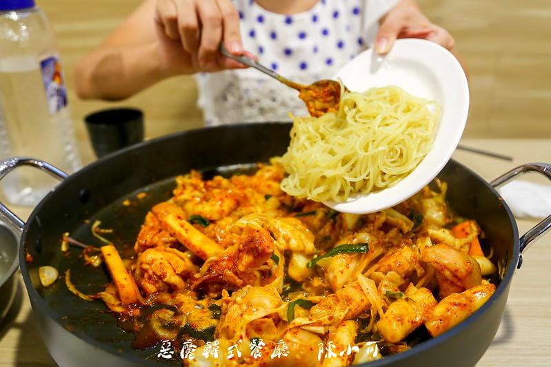 惡魔韓式餐廳【新北市三重餐廳】惡魔韓式餐廳,起司辣炒春川雞鍋,好吃的韓式料理!不收服務費!座位多