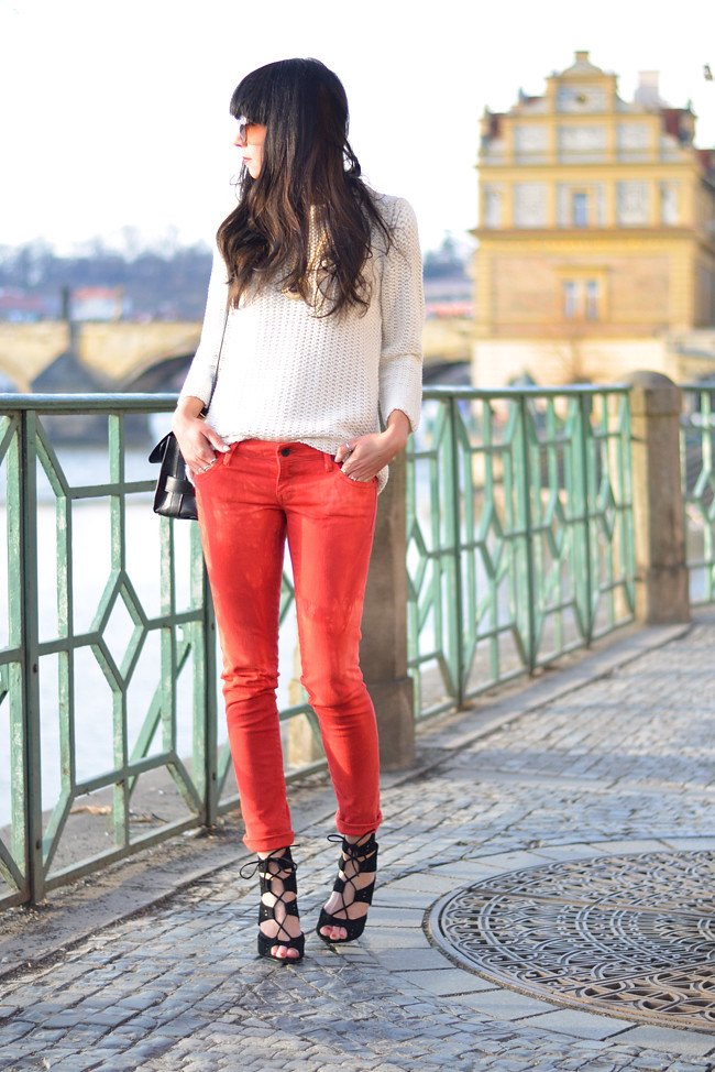 Sojeans Red Jeans Outfit Prague Fashion Blogger CATS & DOGS 9