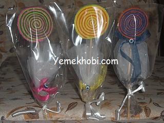 Nikah Mevlit Şekeri Modelleri magnet nasıl yapılır keçeden şeker yapımı keçeden magnet yapımı keçeden lolipop yapımı keçeden elişleri keçe örnekleri keçe modelleri çubuklu magnet çöp şiş buzdolabı süsü nasıl yapılır Bebek