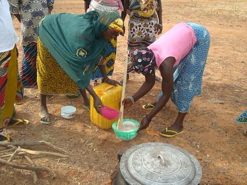 Women make a nutritious porridge.