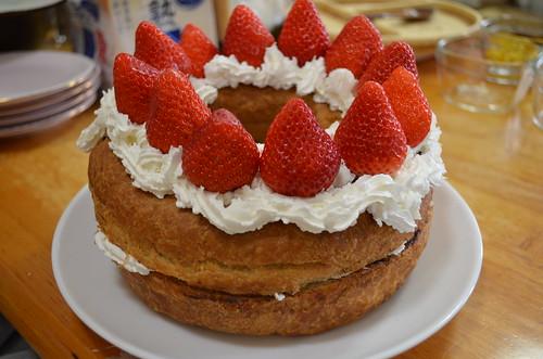 8さい イチゴとチョコリングのバースデーケーキ