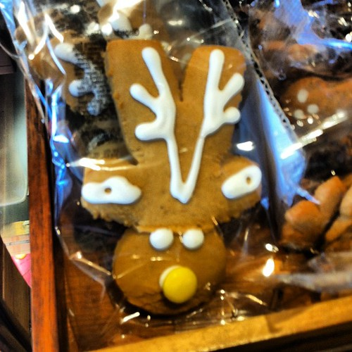 Inverted gingerbread men become reindeer. But isn't it the wrong time of year? #food #christmas