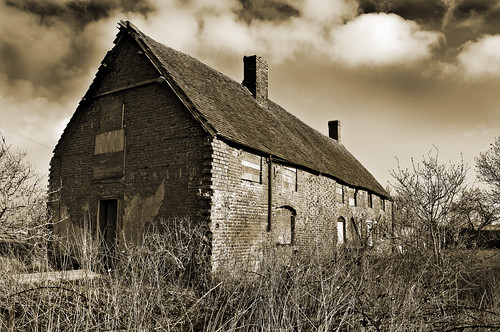 old farmhouse bw