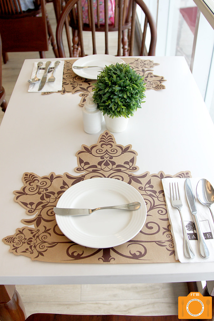 Maple table setting