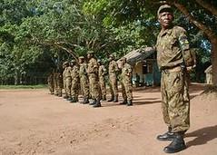 中非共和國林業部駐守在Dzanga Sanga國家公園Bayanga總部的生態警衛。攝於2009年9月(照片由Jaap van der Waarde/WWF荷蘭分會提供)