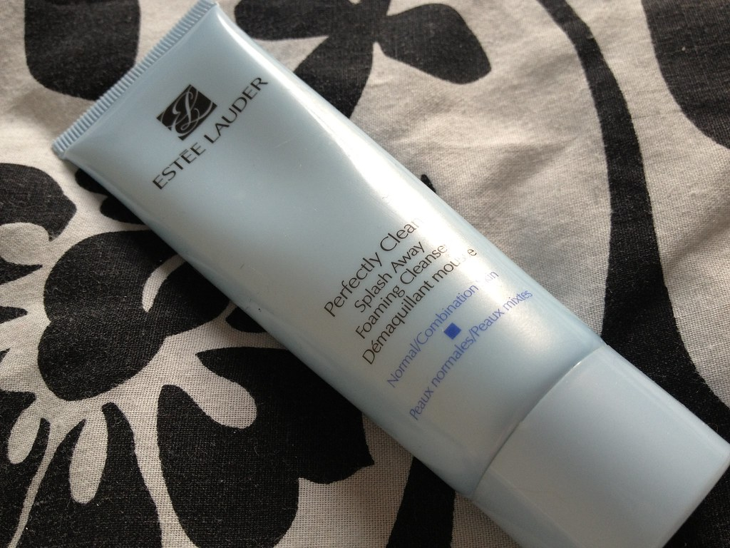 REVIEW: ESTEE LAUDER PERFECTLY CLEAN SPLASH AWAY FOAMING CLEANSER title=
