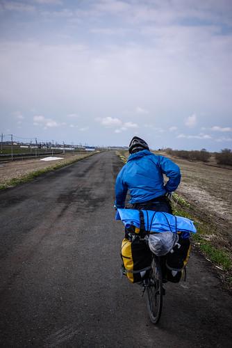 Cycling along a paved road on the Ishikari River floodbank (near Iwamizawa, Hokkaido, Japan)