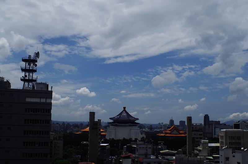 只是想曬曬太陽,看看雲