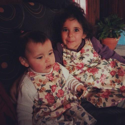 Ici les filles sont assorties même tablier et même coupe ^^ #look #baby #blogueuse #mode #vintage