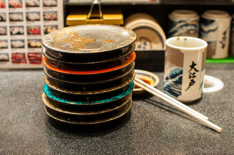 Comer Sushi barato en Japón, Kaiten Sushi, restaurantes de cinta giratoria