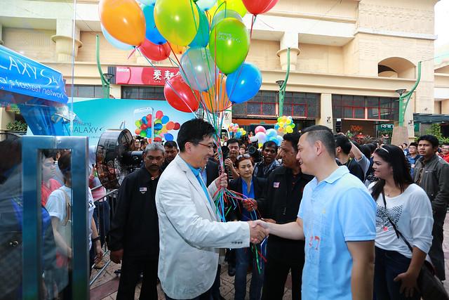 Samsung GALAXY S4 Launch. Photo 1