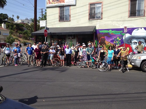 Everyone gathered at Flying Pigeon LA for Brewery Ride