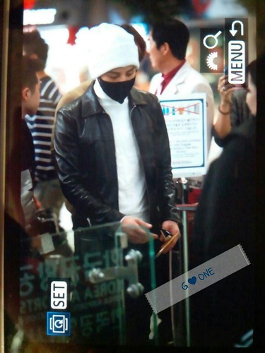 gdragon_airport_140411_031