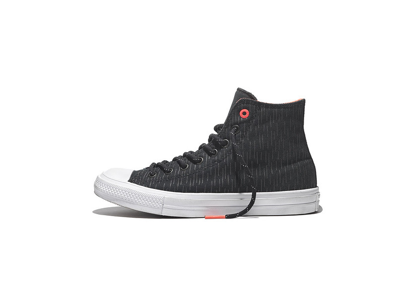 CHUCK II SHIELD CANVAS IN BLACK LAVA