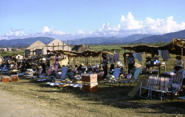 Vietnam 1965 - Photo by Ted Yates - Shops