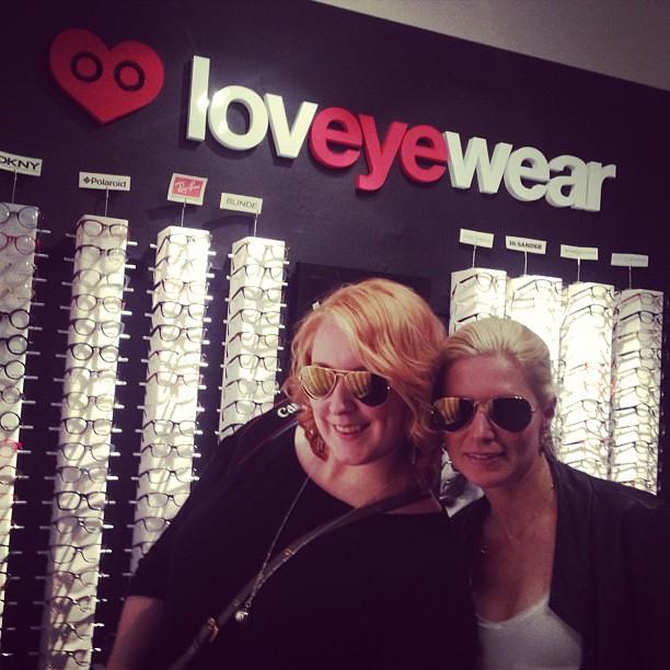 Jag och @miashopping vann varsitt par #rayban!! Ibland lönar det sig att räkna godishjärtan. #loveyewear