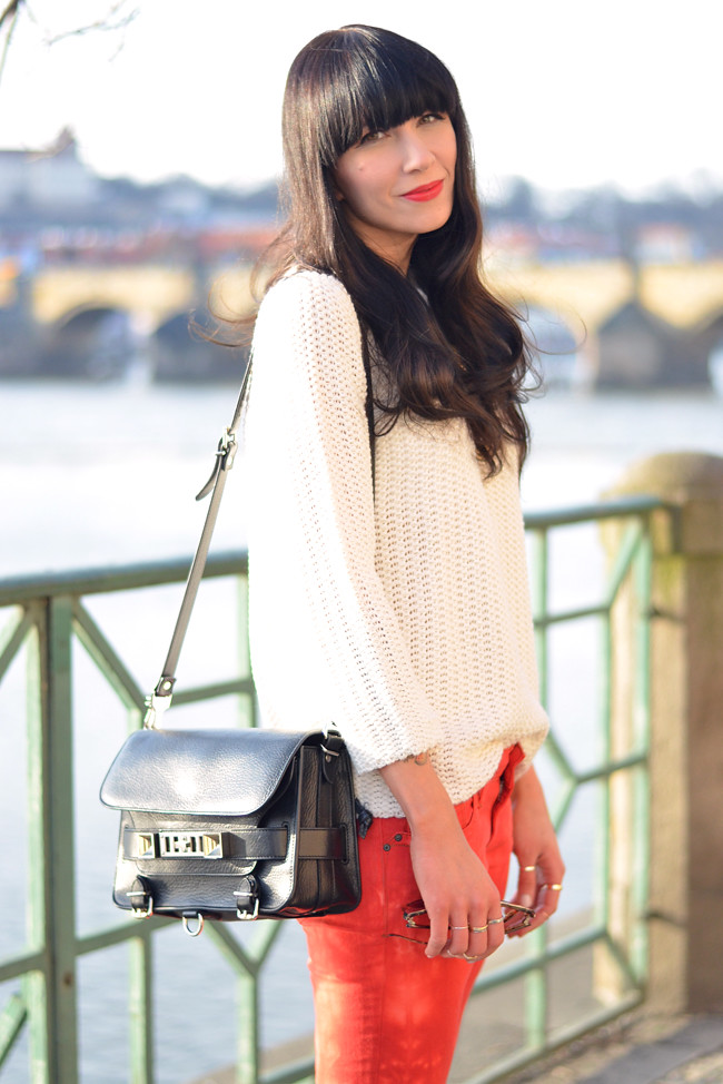 Sojeans Red Jeans Outfit Prague Fashion Blogger CATS & DOGS 5