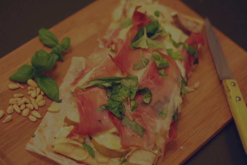 pizza mit birne, ahornsirup & brie {& wer mag: frühlingsschinken}