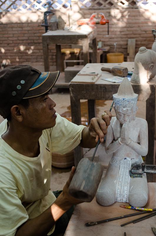 Artisans Angkor - Stone Carving