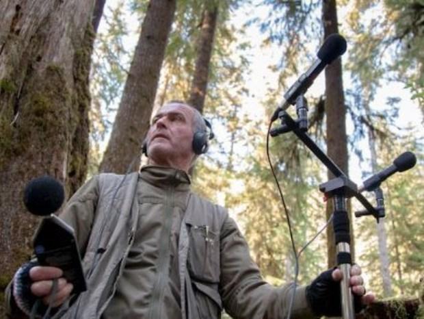 戈登努力守護自然之音,他著迷的,正是生命的原貌。為了追求那樣的純粹,他選擇從原始荒野中,仔細聆聽生命本質。圖片提供:范欽慧。