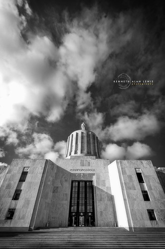 sky blackandwhite bw architecture clouds oregon state perspective wideangle capitol government duotone deco