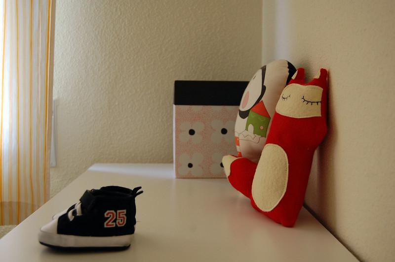 cómoda con zapatillas bebe