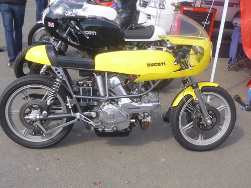 Ducati Vtwin jaune by gueguette80