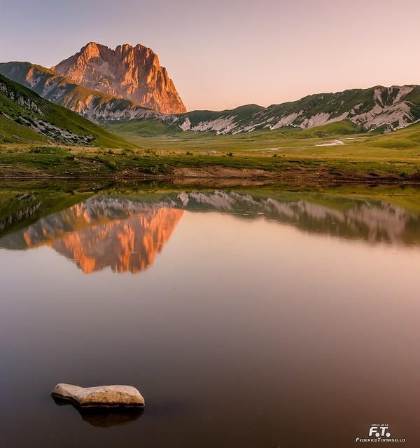 L'alba sul lago di Pietranzoni / The sunset on the Lake of Pietranzoni