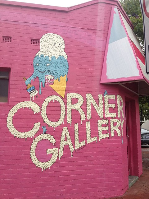 Corner Gallery02