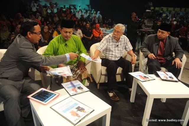 Dari Kiri- Tuan Haji Zainal Ariffin Ismail, Al-Fadhil Ustaz Sharhan Shafie,Penasihat Eksekutif Editorial Kumpulan Media Karangkraf, Datuk Abdul Jalil Ali dan Ustaz Roslan Bin Moh