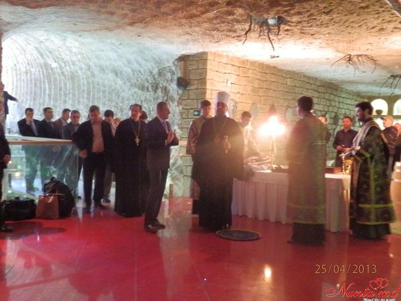 """Restaurantul """"Oraşul Subteran""""  > Restaurantul Oraşul Subteran au luat parte la sfințirea vinului."""