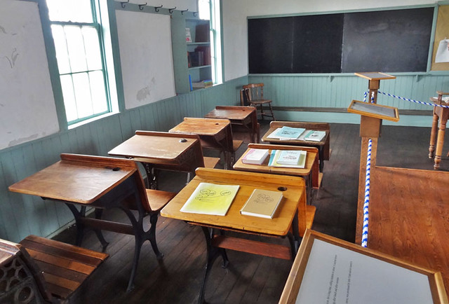 amish-schoolhouse