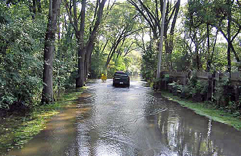 Flooding in September 2007 along the Fox River just south of East Dundee. (Photo courtesy National Weather Service, Chicago, Ill., Weather Forecast Office)