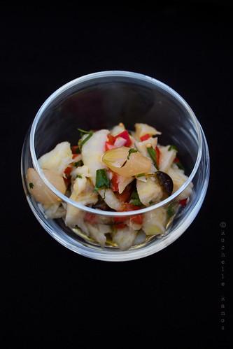 Lascas, pimentos assados, azeitona e coentros