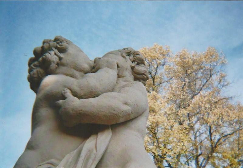 Zwinger_Skulpturen_umarmendes_Paar