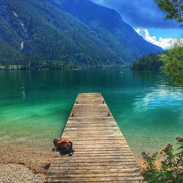 Run and jump.. Just the water is freezing cold. No wonder, 930m surface elevation. #mountains #alpen #alps #alp #achen #achenlake #lake #achensee #pertisau #austria #mountainlake #lakeachen #summer #crystalclear