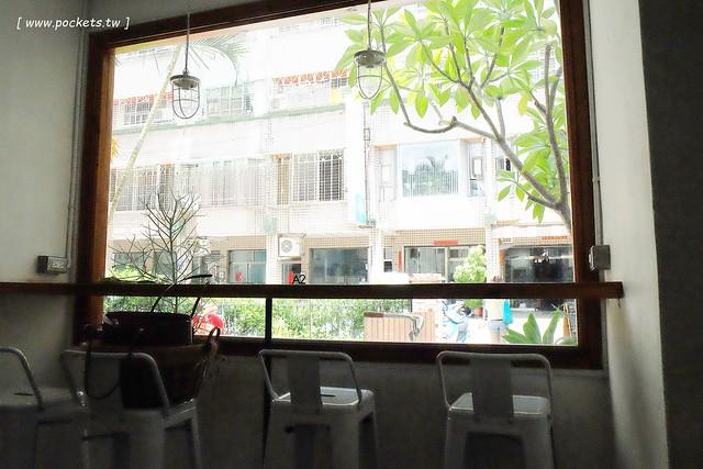 29015670176 ae29795a6b z - 斑馬散步咖啡.Zebra Walking Cafe│老宅改建咖啡館,漂亮白色建築,擁有寬敞庭院,環境漂亮好拍照