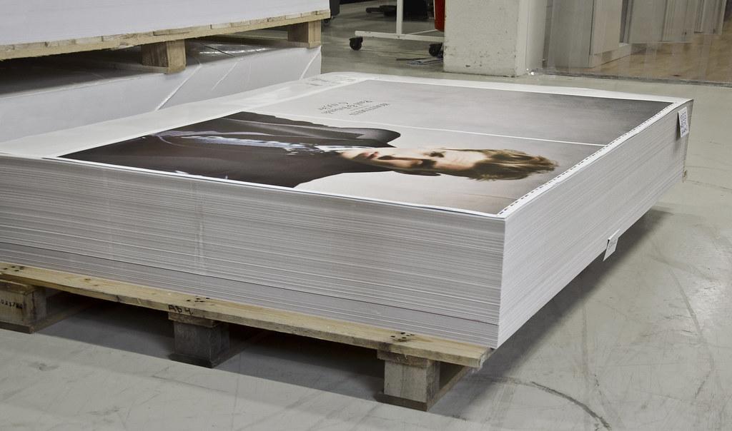 Och affischer blir till kuvert.