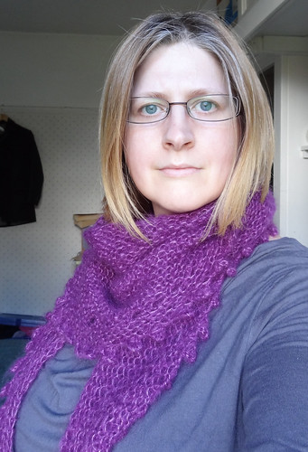 Wiggly Edged Scarf 01