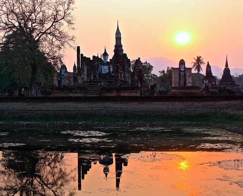 sundown at Wat Mahathat